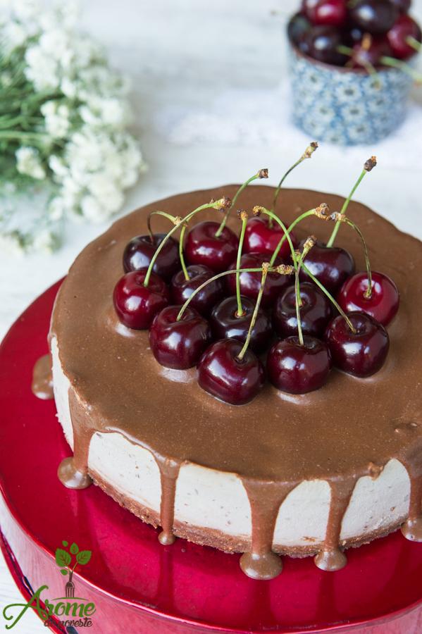 Tort Cu Cirese Si Glazura De Ciocolata Arome De Poveste