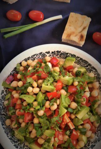 salata-rapida-cu-avocado-si-naut